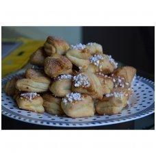 Sviestiniai varškės sausainiai su cinamonu
